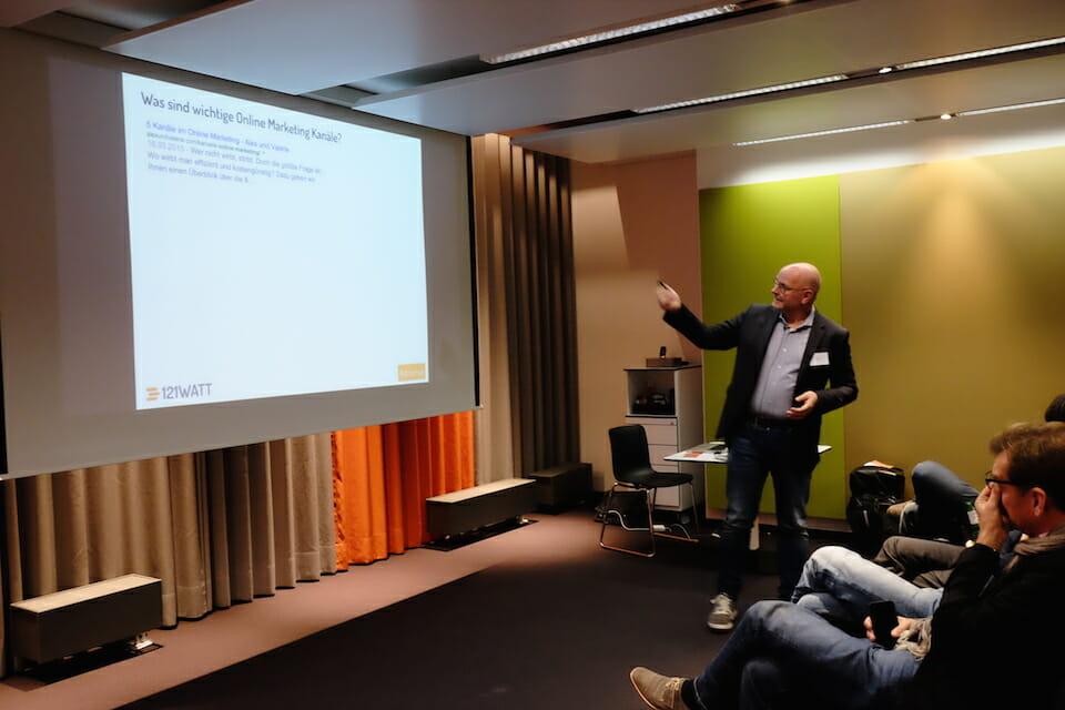 Welches sind wichtige Online Marketing Kanäle? - Alexander Holl (121WATT) klärt auf.